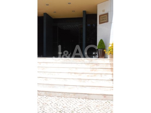 Office for sale Oeiras, entrance to the Building%9/9