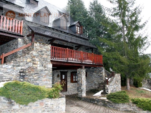 HOUSE IN BAQUEIRA 1500 WITH 6 BEDROOMS AND 5 BATHROOMS | 4 Bedrooms | 3WC