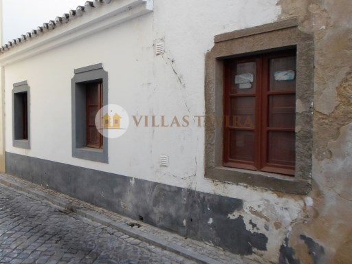 Villas Tavira Real Estate: Old House to retrieve in the Centre of Tavira_0401%4/25