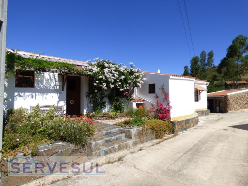 Charming cosy 3-bedrooms villa, with views of the Serra do Caldeirão, located only 4 km from the quiet village of Alte. | 3 Bedrooms | 2WC
