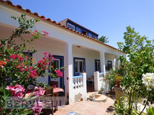 Traditional country-side Cottage located near Silves. | 4 Bedrooms | 1WC