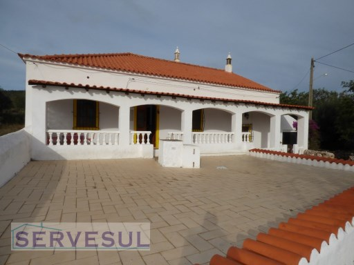 Cozy, 3 bedroom Countryside Villa located in a tranquil, peaceful area only 5 minutes from the picturesque village of Alte and 15 minutes from the city of Loulé. | 3 Bedrooms | 2WC