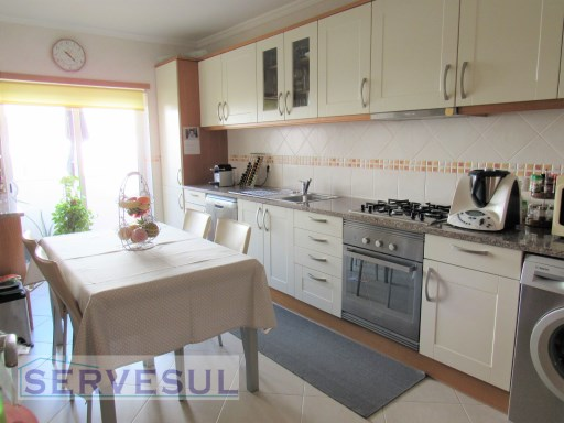 Comfortable and spacious 2 bedroom apartment located in the centre of Silves, close to all services, restaurants, shops and schools. | 2 Bedrooms | 2WC