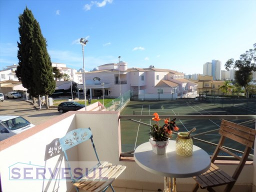 Comfortable 1 bedroom apartment with beautiful garden and sea views, located 2 minutes drive from Praia da Rocha. | 1 Bedroom | 1WC