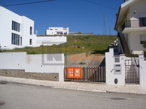 Terreno com 595m² no Zambujal |
