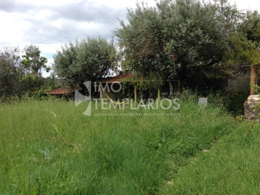 Farm with House T4 in stone and 2 suites with 50 m 2 each.%51/122