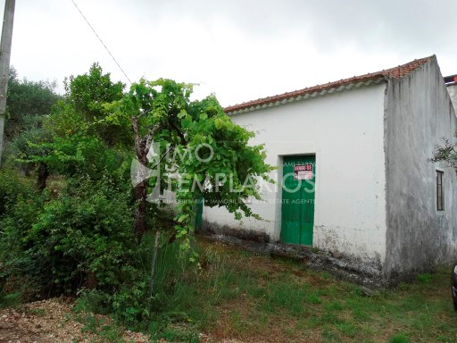 Habitable housing with 1,400 m2 in the parish of Areias, Ferreira do Zêzere%3/37