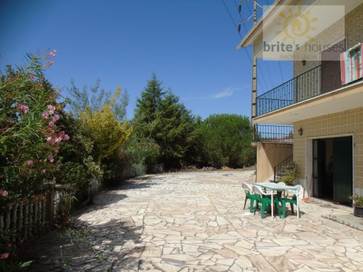 Double storey house in s. Pedro de Tomar | 4 Bedrooms | 2WC