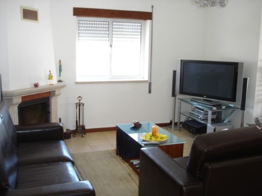 € 79,000-Floor duplex near the pier T5 da Lousã | 5 Bedrooms | 2WC