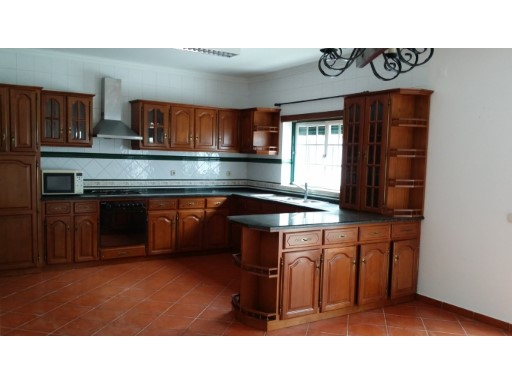 Villa with 4 bedrooms and attic (living room, bedroom and toilet) the excellent price, in Pereira. | 5 Bedrooms | 1WC
