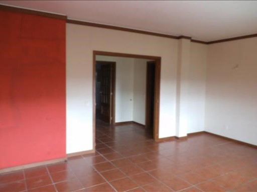 € 74,000-T2 + attic + garage in Formoselha, with 145 m 2 of area in excellent condition.  | 2 Bedrooms