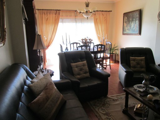3 bedroom apartment with double garage. | 3 Bedrooms | 2WC