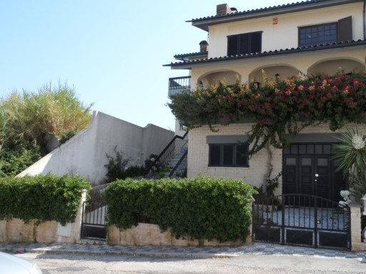 Semi-detached house, type T3 in the center of the village of Buarcos. | 3 Bedrooms | 3WC