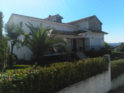 House 4 bedrooms detached villa with +1 260 m 2, in the zone of Poiares in batch with 1400 square.  | 4 Bedrooms | 2WC
