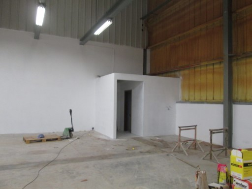 Warehouse with 600 m 2 for rent on Eiras zone |