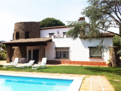 Tower between the term municipal of Canet of Mar and Sant Pol of sea the housing located in a land high with fantastic views unobstructed. | 8 Bedrooms | 4WC