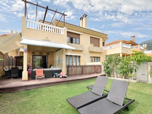 Semi-detached villa located in an exclusive urbanization of Benalmadena. | 4 Bedrooms | 3WC