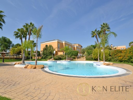 Exclusive Townhouse in Golf, Hoyo 1 | 4 Bedrooms | 3WC