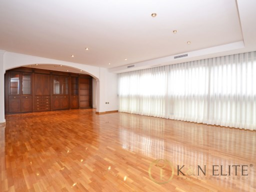 Very Large Renovated Property in City Center | 4 спальни | 2WC