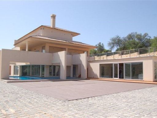 Farm 4 Bedrooms-Luxury | 4 Bedrooms