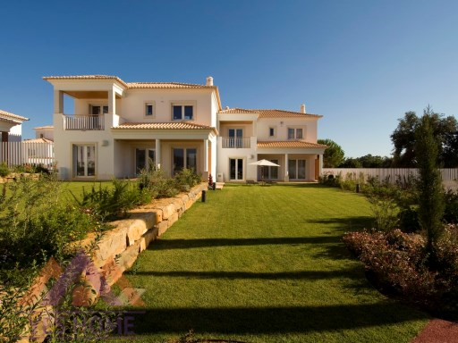 Luxury Villas - Vilamoura, Vilamoura - V4 + 1 | 4 Bedrooms | 5WC