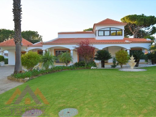 4 Bedrooms Villa between two golf courses in the heart of Vilamoura | 4 Bedrooms | 3WC
