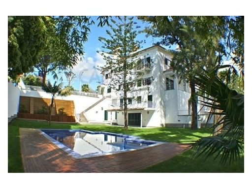 Great House in the Centre of Estoril | 6 Bedrooms