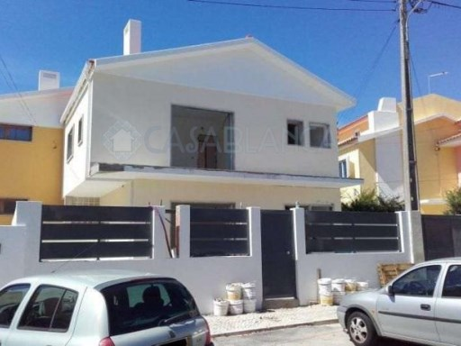 House 3 Bedrooms Alapraia | 3 Bedrooms