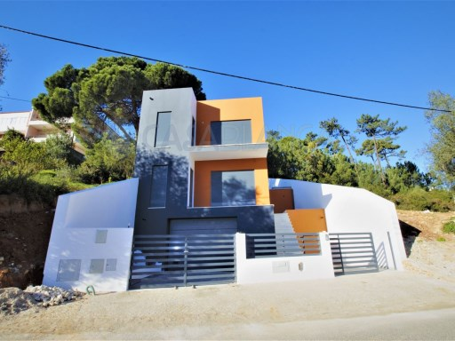 2 Bedroom New Villa in Galiza, Cascais | 2 Bedrooms + 1 Interior Bedroom | 2WC