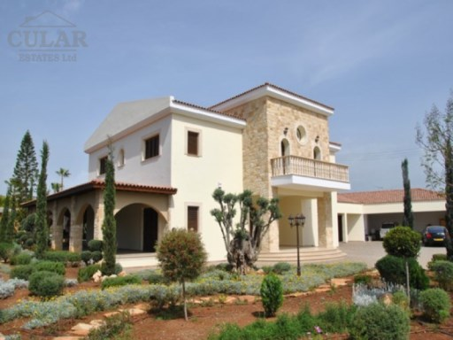 Luxury Villa in Pyrgos for Sale | 8 Bedrooms | 5WC