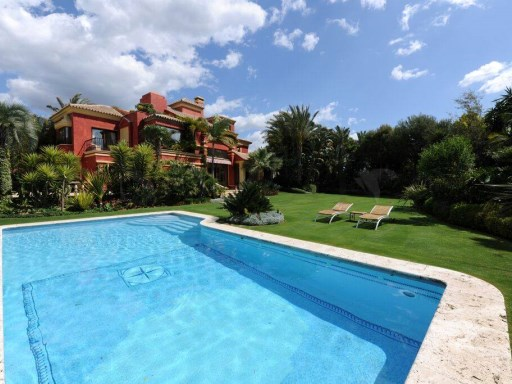 AMAZING VILLA FOR SALE IN ALTOS PUENTE ROMANO (MARBELLA) | 5 Habitaciones | 5WC