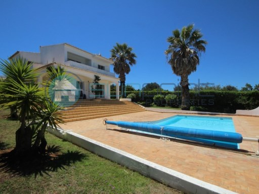 3 Bed Villa with wonderful country views and Pool. CLose to Praia da Luz | 3 Bedrooms | 3WC