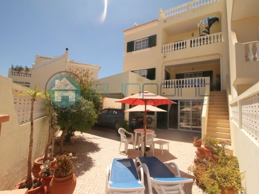 LARGE 3+1 BED TOWNHOUSE  IN A PRIME LOCATION ONLY A SHORT WALK TO PRAIA DA LUZ VILLAGE AND BEACH. | 3 Zimmer