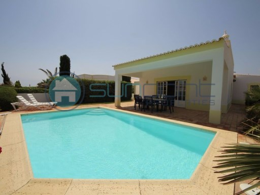 LOVELY 3 BED ONE STOREY VILLA WITH SWIMMING POOL LOCATED 2 MIN DRIVE FROM PRAIA DA LUZ | 3 Bedrooms | 3WC