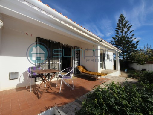 3 Bedrooms detached traditional villa with double garage | 3 Bedrooms | 2WC