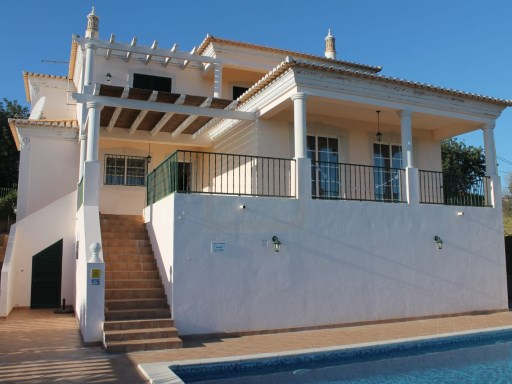 Well located 4 bedroom villa with sea views | 4 Bedrooms | 5WC