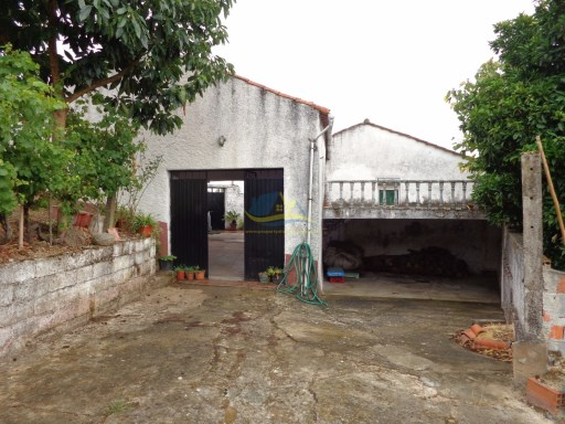 Detached two bedroom farmhouse on a plot of approx 800m2 between the town of Semide and Coimbra.  | 2 Bedrooms | 1WC