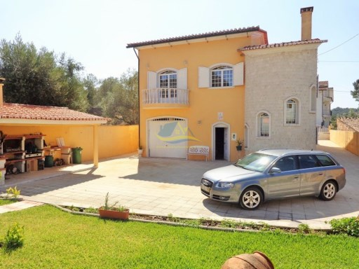 Superb, 6 bedroom property located in a village close to the large town of Miranda do Corvo  | 6 Bedrooms | 2WC