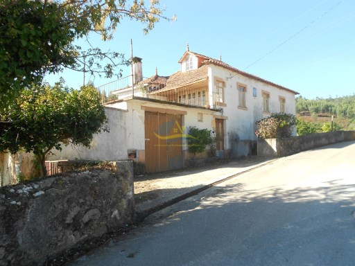 Large 5 bedroom farmhouse located not too far from the town of Lousã and Vila Nova de Poiares in the district of Coimbra.   | 5 Bedrooms