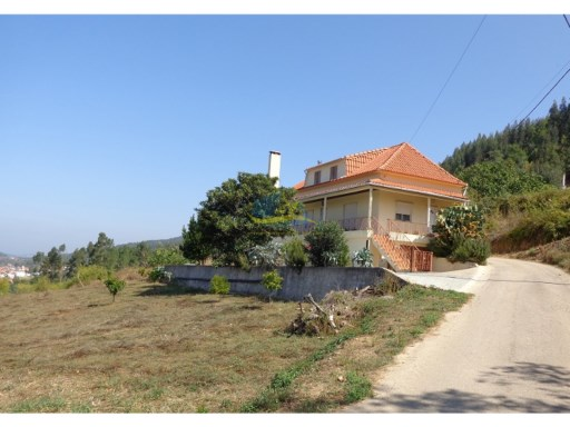 Detached, 5 bedroom property with great views not too far from Penela in the district of Coimbra.  | 5 Bedrooms | 3WC