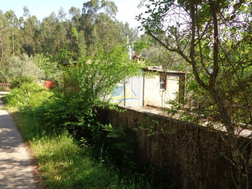 Detached property for renovation close to the town of Alvaiázere. | 2 Bedrooms | 1WC