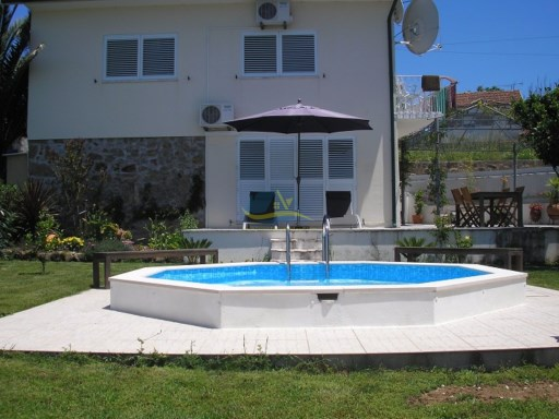 Lovely property with pool and excellent views.  | 2 Bedrooms | 2WC