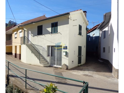 Recently renovated, one bedroom town house located in a quaint village close to the town of Miranda do Corvo. Excellent opportunity! | 1 Bedroom | 1WC