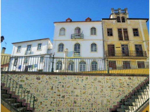Lovely, period property located in the historic zone of Miranda do Corvo in the district of Coimbra.  | 4 Bedrooms | 3WC
