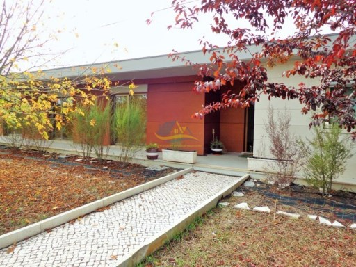 Superb property located between the towns of Ansião and Santiago de Guarda in the district of Leiria.  | 5 Bedrooms | 3WC