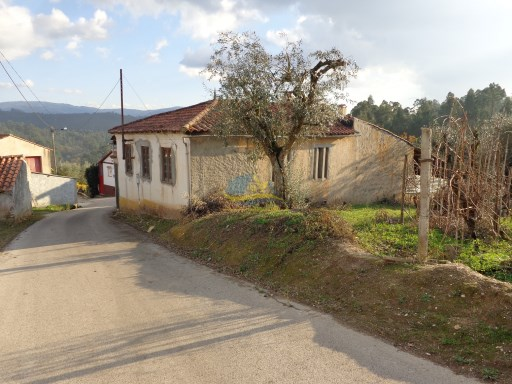 Three bedroom village property located approximately 10 minutes north of the town of Miranda do Corvo in the district of Coimbra. | 3 Bedrooms