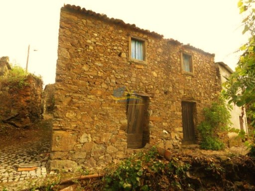 Character property constructed in local stone sited in a quiet village not too far from the market town of Figueiró dos Vinhos and all amenities. |