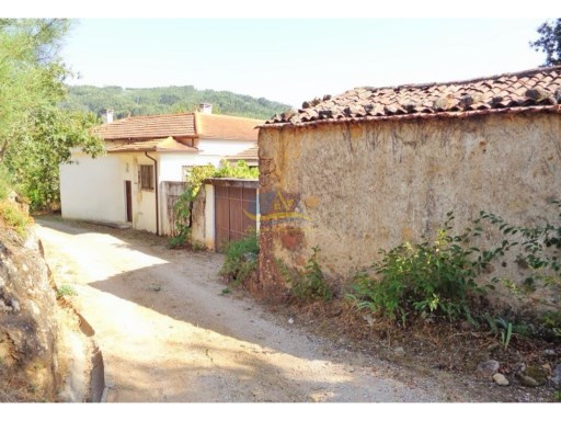 Spacious detached property located in a quiet village close to the town of Espinhal. | 3 Pièces | 2WC