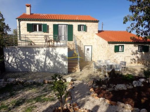 Recently renovated 3 bedroomed stone farmhouse.  | 4 Pièces | 2WC