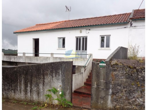Well-maintained, semi-detached property located just south of the medieval town of Penela in the district of Coimbra.  | 3 Bedrooms | 1WC